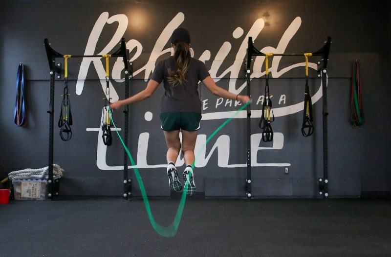 women in gym with jump rope